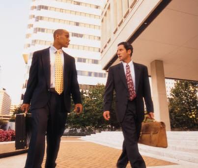 2 zakenlieden voor kantoren